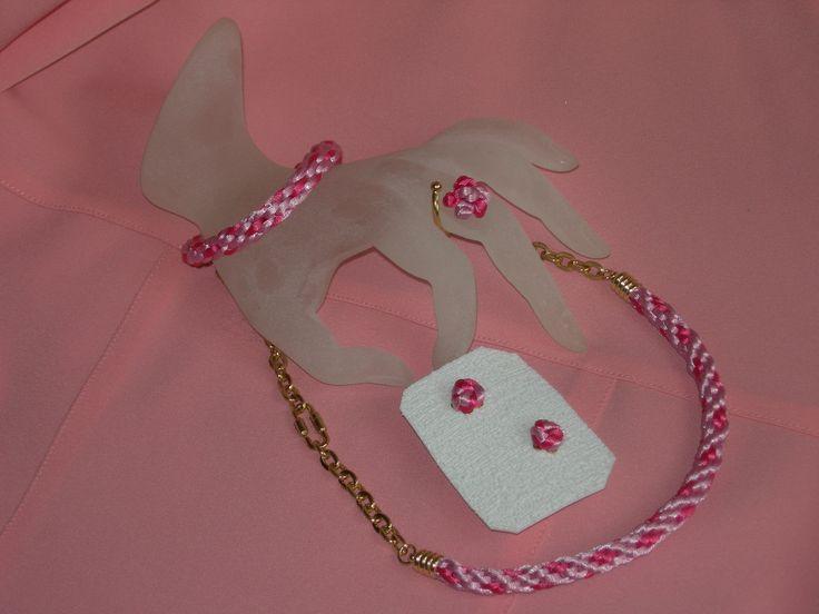 juego de collar, zarcillos, pulsera, sortija elaborados con cola de ratón y cadena