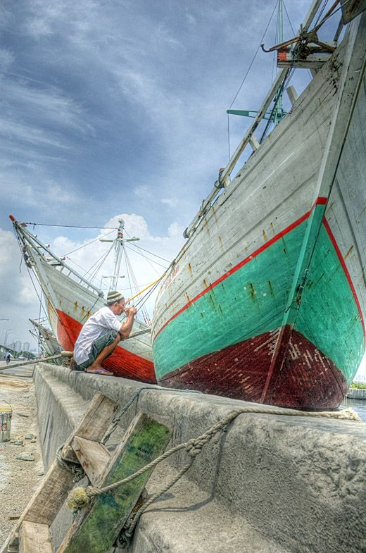 Sunda Kelapa. The old harbour where traditional boats are loaded and unloaded by hand