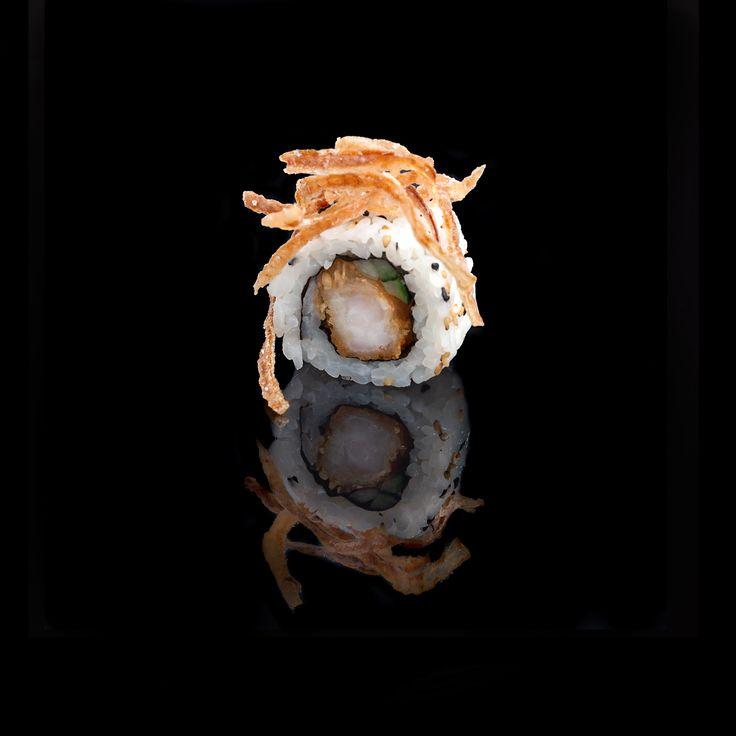 Crispy Roll / shrimp tempura, spicy mayonnaise, cucumber, sesame & chips crispy onion