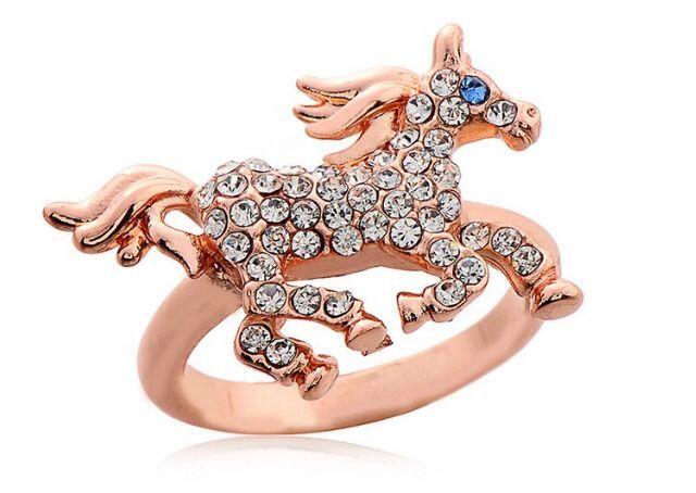 Cute gold horse ring #ring #horse #jewelry #makabelleshop www.makabelle.com
