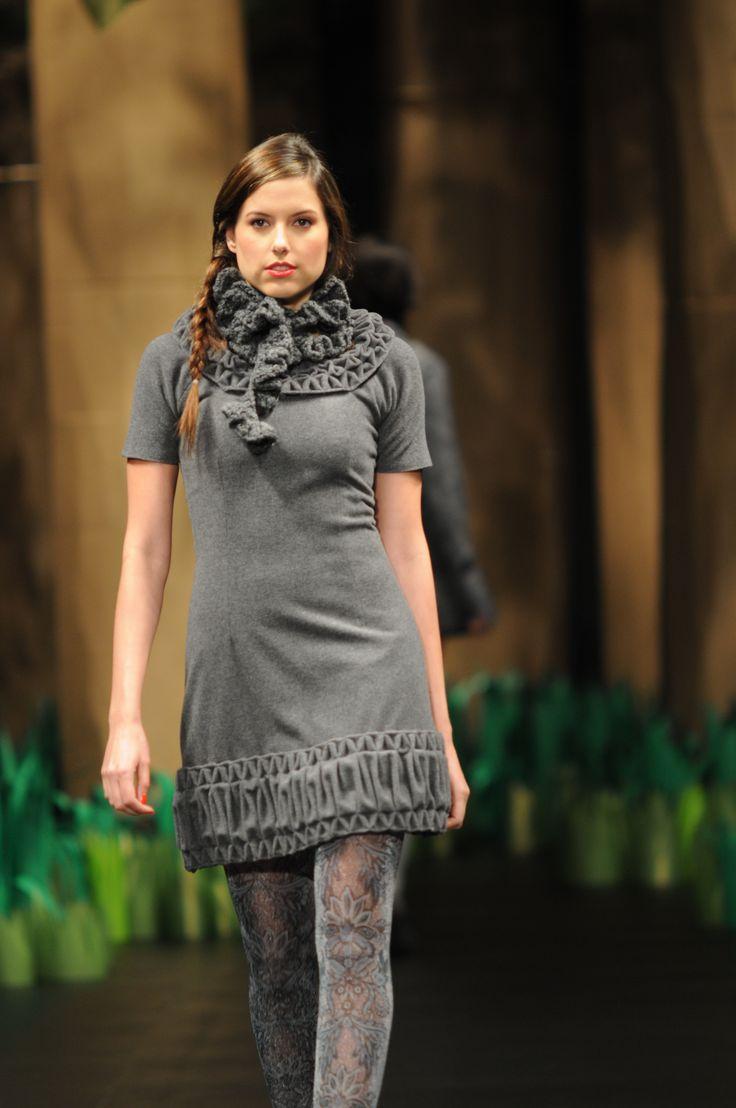 Vestido manga corta con cuello tejido en crochet y detalles con smock