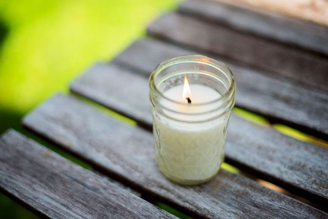 #DIY mosquito repellant candle!! Way too easy.