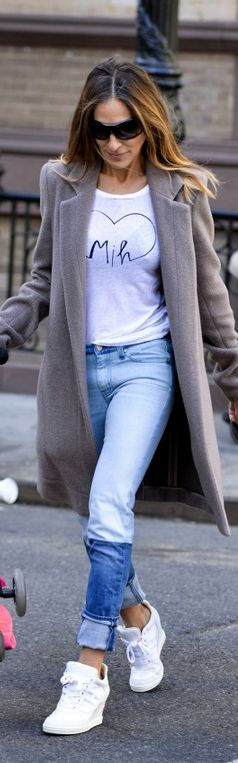 Who made Sarah Jessica Parker's blue jeans and white print tee that she wore in New York?