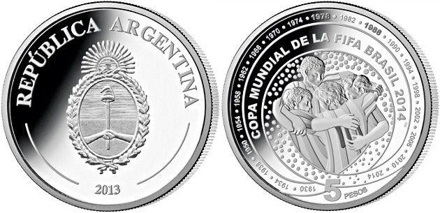 Moneda Argentina dedicada a la Copa Mundial de la FIFA Brasil 2014, facial de 5 pesos, acuñada en plata de 925, calidad proof., diametro de 33 mm.