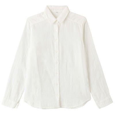 オーガニックコットン二重ガーゼシャツ  2枚仕立てで空気を含み、やわらかな肌触りの二重ガーゼで作りました。原料にオーガニックコットンを使用しています。  着丈肩巾胸囲胴囲裾巾袖丈裄丈 M64.0cm39.0cm100.6cm96.6cm105.2cm58.5cm78.0cm  お取扱い上のご注意●濃色製品は着用中の摩擦により色移りすることがあります。特に、雨や汗などで濡れた状態で着用すると色移りすることがありますのでご注意ください。●洗濯・クリーニングの際、色落ちすることがありますので他のものと分けて洗ってください。 お取扱い上のご注意2●二重織のため、接結部分の糸が引けて見えることがあります。また、洗濯により生地表面に波打ちが生じますのでご了承ください。 お洗濯上のご注意●淡色製品には蛍光増白剤入り洗剤を使用しないでください。 お洗濯上のご注意2●タンブラー乾燥機を使用しないでください。 原産国中国 素材・混率綿,100%,