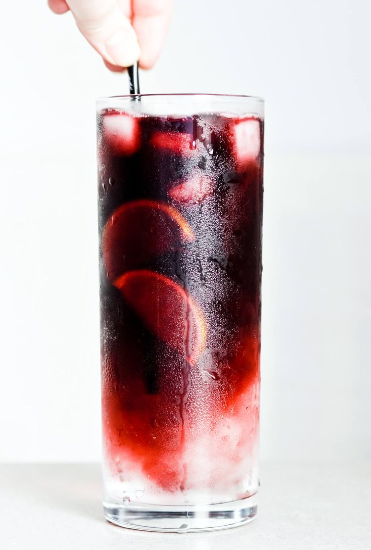 Red wine spritzer – 3 ways, this one is made with Sprite and Merlot. Cheap but tasty, perfect for a crowd! #summer #cocktail