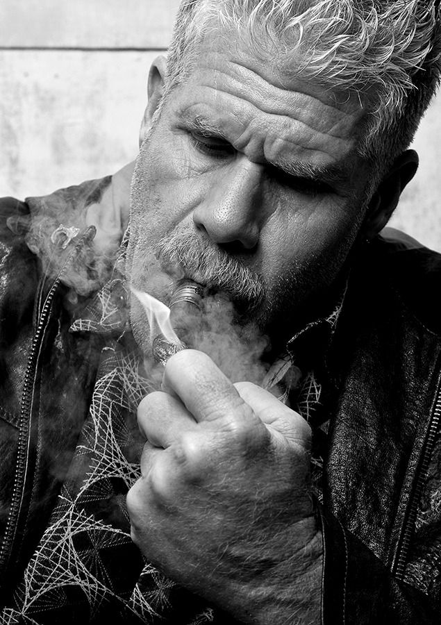 Clay Morrow - Ron Perlman, Sons of Anarchy, SOA, SAMCRO, great tv, cigarette, hand, fingers, portrait, photo b/w.