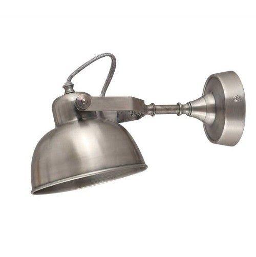 Wandlamp Giens is echt een stoere lamp die karakter brengt op je wand! Met zijn industriële elementen haal je echt een stoer lampje in huis. Het kapje is kantelbaar. Je bevestigt hem eenvoudig op de muur. Wandlamp Giens is leverbaar in 3 maten: Medium, large en Xlarge.