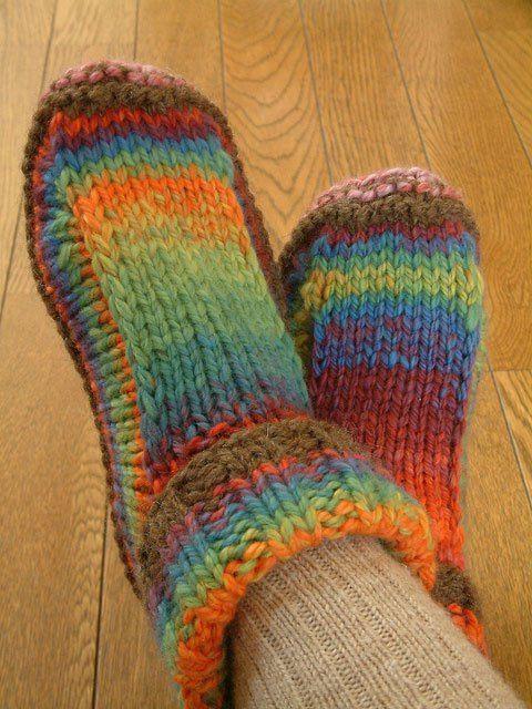 Μάθε να πλέκεις παντοφλάκια! Μπες στο ftiaxto.gr για να δεις το δωρεάν πατρόν και τις οδηγίες!