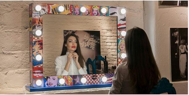 Гримерное зеркало - идеальный реквизит для профессионалов в области makeup