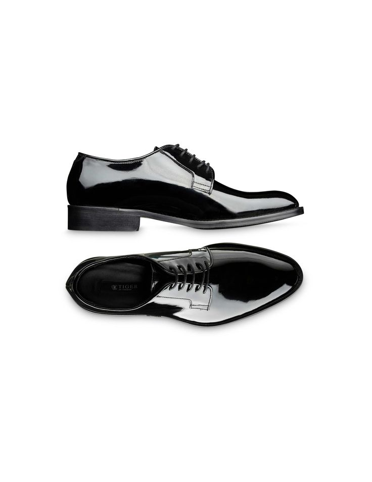 Agaton shoe - Men's classic lace-up tuxedo shoes in patent leather. Blake stitched construction and thin waxed round shoelaces. Full-leather interior. Leather outsole with half rubber.