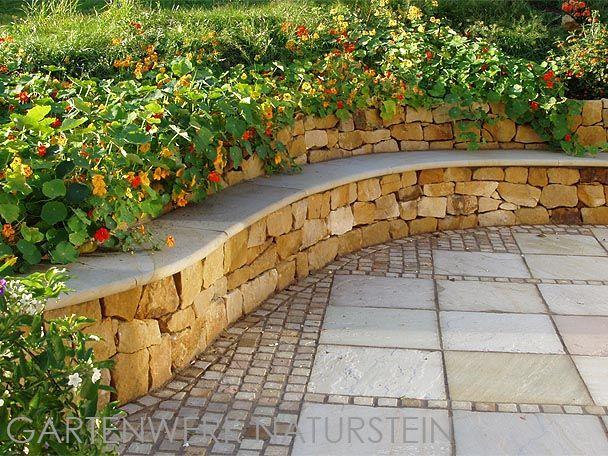 Bruchsteine aus Sandstein, geeignet zur Herstellung von Bruchsteinmauern, Trockenmauern und Kräuterschnecken