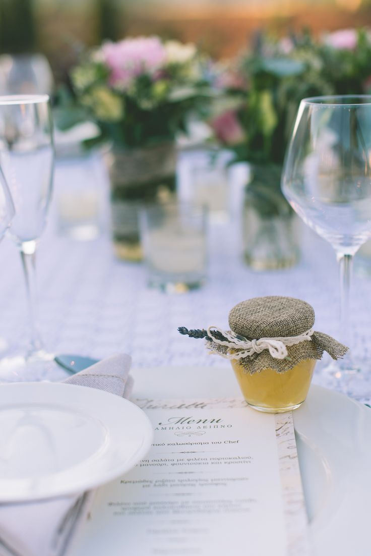 Hand-made marmelade as a wedding favor!  #handmade #marmelade #weddingfavor #favor #burlap #delicious #greekwedding #weddingplanner #dreaminstyle