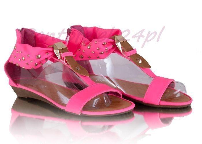 Różowe sandały z ćwiekami / Pink sandals with studs / 31,90 PLN #sandals #boots #pink #studs #sandaly #summer #lato