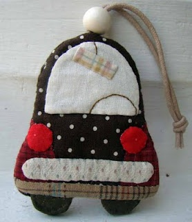 Appliqué keyring - what a cute idea! No tutorial but the website is there.