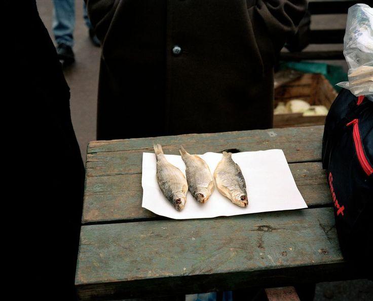 Martin Parr -Tallinn. Fish for sale. 1992.