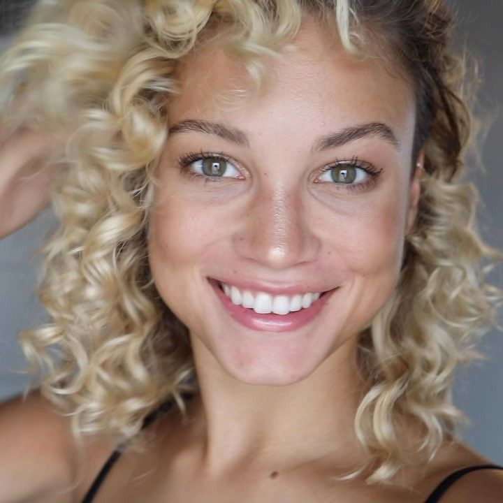 """28.7 k mentions J'aime, 521 commentaires - Rose Bertram (@rose_bertram) sur Instagram: """"Curly iron hairstyle tutorial using coconut oil! Video out now on my youtube channel💕Link in bio…"""""""