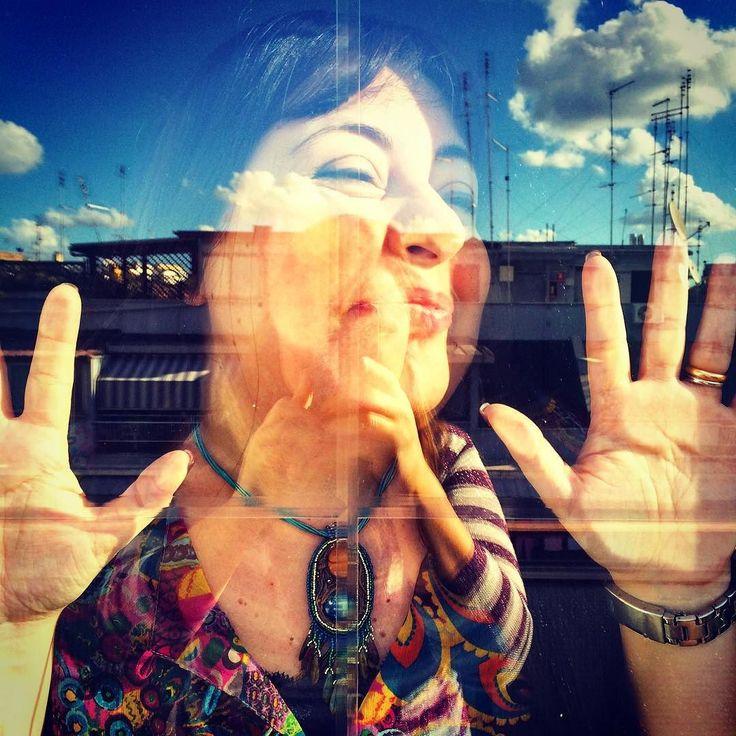 #sdeng !  Spiaccicata sul vetro!  Anche questo succede nello studio archidee  Photo by Elisa  . . #diario di una #giornatacreativa nello #studio #archidee a #roma  #backstage del prossimo #tutorial su #YouTube . . #becreative #bepositive #crafting #selfie #instaselfie #glass #instafun #funtime #funtimes #i #creativehands  #me #workshop #dietrolequinte #havingfun #igers #ig_roma #ig_italia