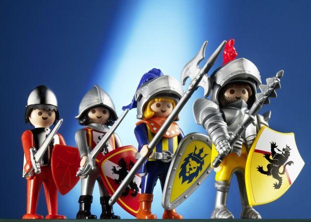 Los caballeros de Playmobil, ordenados cronológicamente de izquierda a derecha.