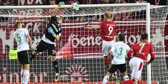 Andersson köpft nach Megyeris Fehler ein