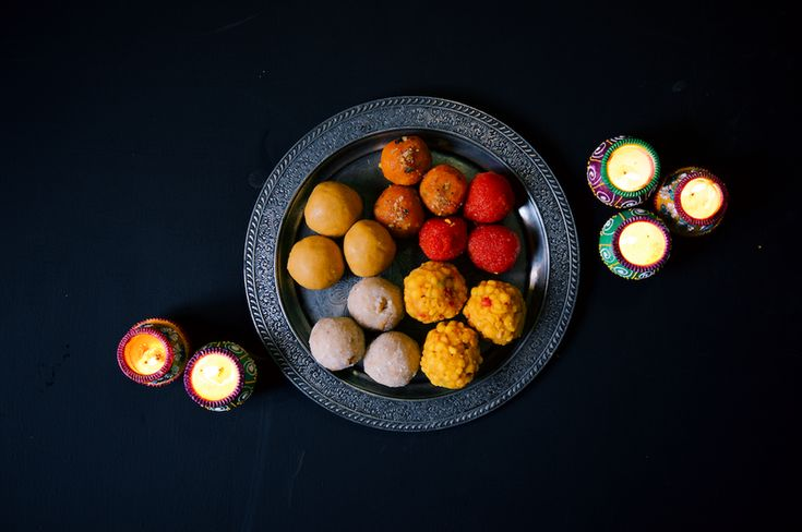 If you've never heard of laddus, just think of them as balls of sweet goodne… ff6853fb114e0b7e2b0d2214e27203b9  indian desserts indian dishes