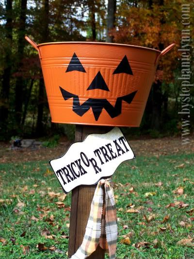 Under The Table and Dreaming: Halloween Pumpkin Trick or Treat Candy Stand {plant holder}Halloween Pumpkins, Treats Buckets, Treats Candies, Pumpkin Tricks, Cool Ideas, Plants Holders, Candies Stands, Stands Plants, Halloween Signs