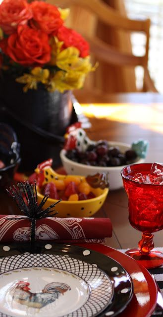 cute tablesetting/  I just adore the plates AND ROOSTERS...I LOVE IT...CHIC
