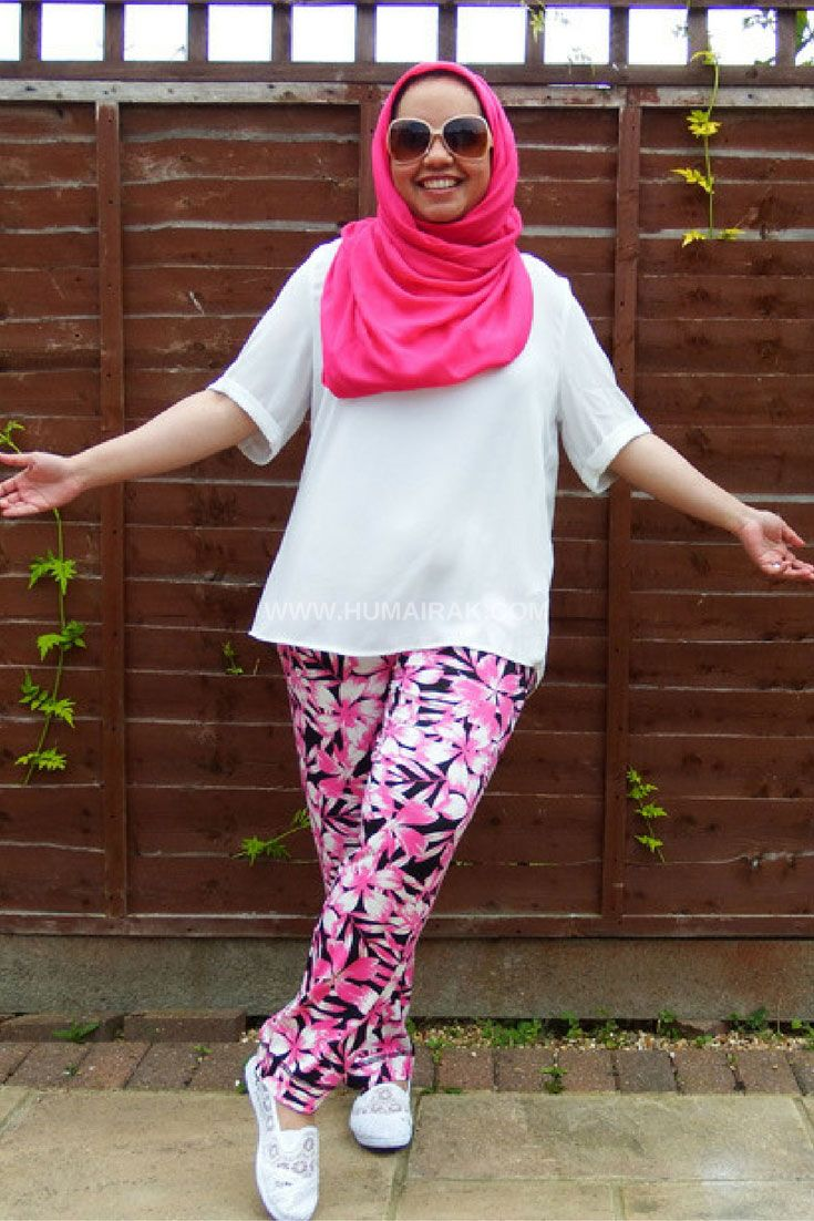 How To Wear Printed Hareem Pants With Hijab - Curvy girls, these are the trousers for you! Comfortable, light and structured. Find out what to pair them with here | Humairak.com
