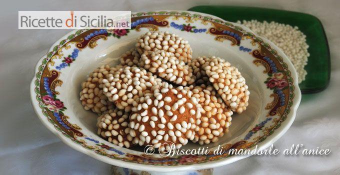 Gli anasini, che sono dei biscotti di madorle all'anice, sono dei veri grandi capolavori della piccola pasticceria siciliana