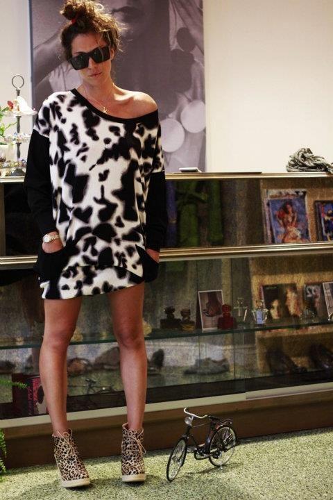 Animal Print never dies | Antonella Boutique #Shoes #TshirtDress #AntonellaBoutique