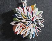 ciondolo collana-effettuata in riviste riciclate, regalo unico, fiore,