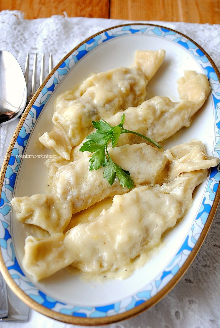 Caramelle di pasta e patate su letto di fonduta
