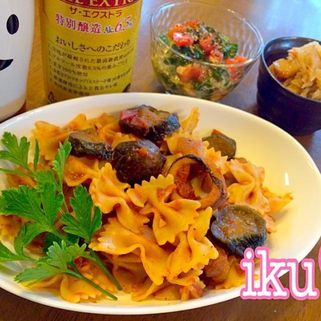 昨日の烏賊と茄子のトマト煮込みをリメイク☆ファルファッレと合わせてパスタにしました♬ サラダは旬のモロヘイヤ、トマト、オニオンスライス、ツナを柚子ポンとオリーブオイル、ブラックペッパーを合わせて和風のサラダ仕立てに♡ - 85件のもぐもぐ - 烏賊・茄子のトマトソース、ファルファッレで、モロヘイヤ・トマト・ツナの和風サラダ、切り干し大根のサラダ(b゚v`*) by ichinana