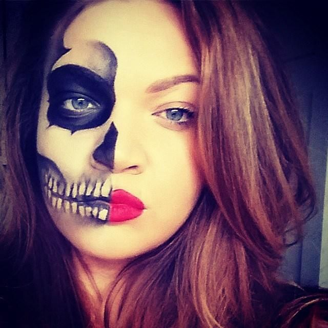 8 pretty halloween makeup ideas - clever half skeleton face