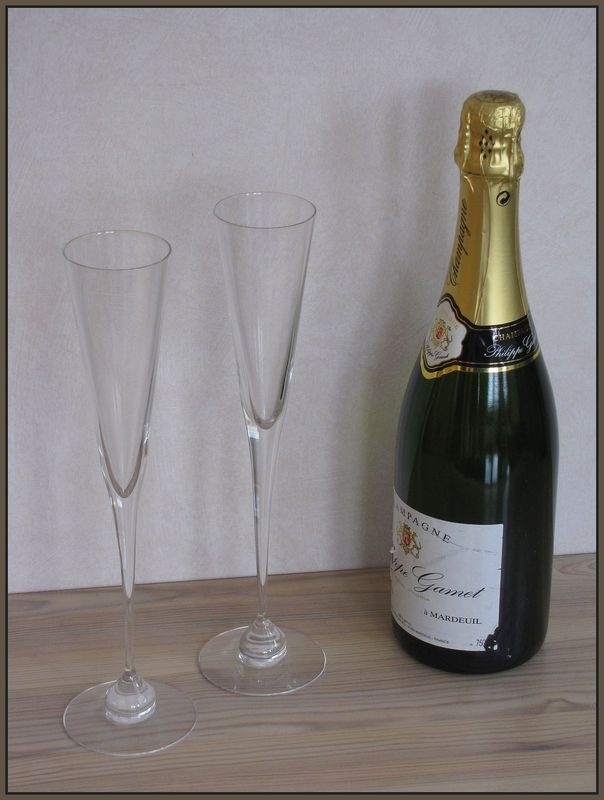 AURORA sparkling wine glass, designed by Heikki Orvola