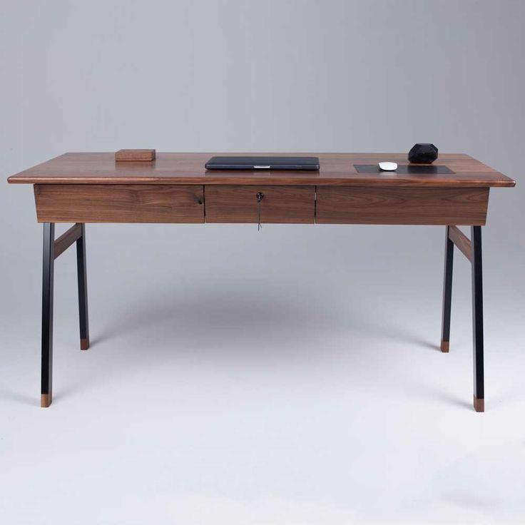 Элегантный стол для Джеймса Бонда