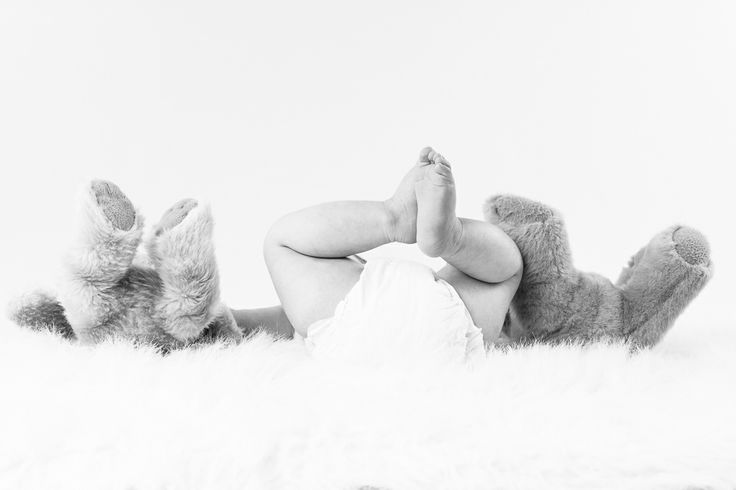 6 month old baby boy pictures.  Teddy bear feet  - Carlo Vivenzio Photography