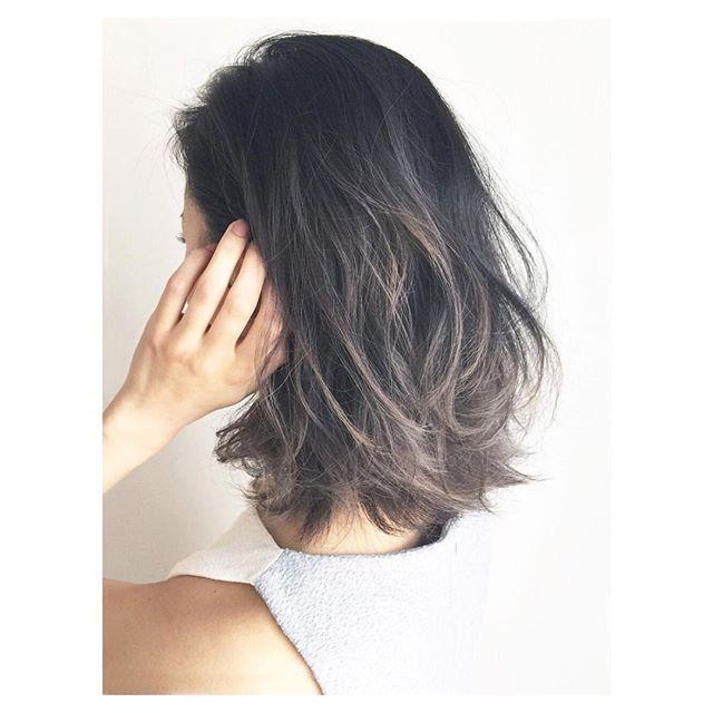 ちょっとナチュラルなスタイル。カットいらずで外国人風の髪型に♡ミディアムの波巻ヘアを集めました♡