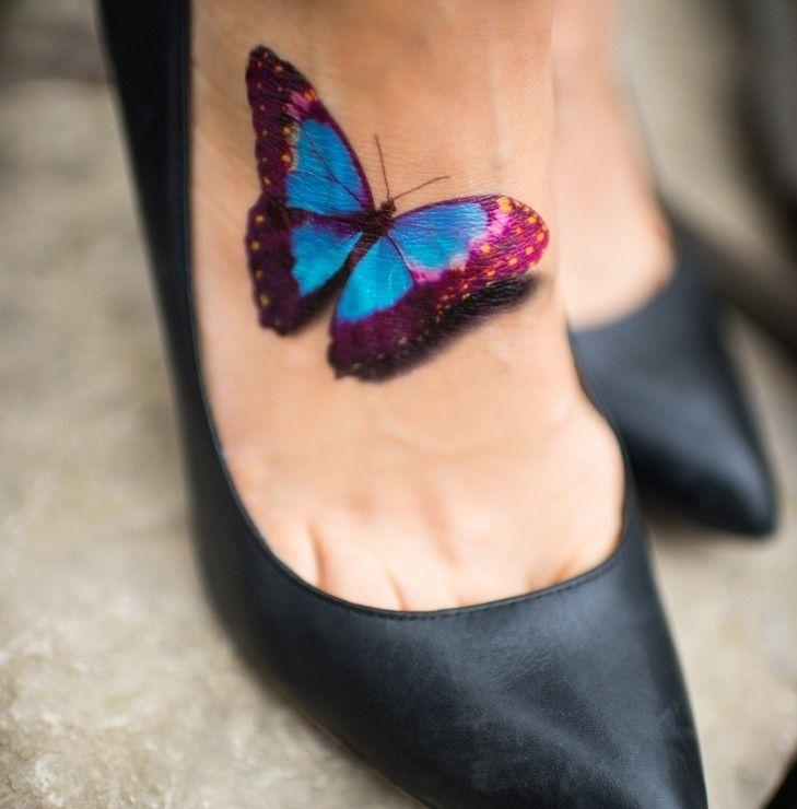 Le tatouage papillon est l`un des motifs préférés des femmes. Il est adapté à des nombreuses couleurs comme au tatouage en noir et blanc. Quant à la symbol