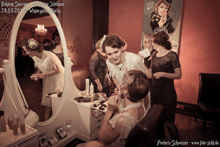 Jede Menge Wasserwellen, 20er Jahre Frisuren und verruchtes Abend-Make-up durften wir auf der Bohème Sauvage in Berlin stylen. Es war uns ein Fest!