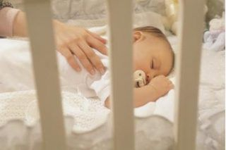 How to Teach Baby to Self-Soothe (7 Steps) | eHow