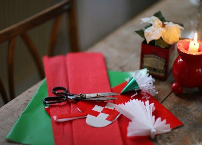 Jag älskar gammaldags julpynt av papper – tänk Fanny och Alexander möter Barnen i Bullerbyn. Förr...