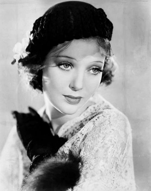 Loretta Young had the sweetest face. -  She  Clark Gable had an affair which produced a beautiful little girl (who looked just like both her parents.)  Her name was Judy  she went by Judy Lewis.  Judy was told Clark Gable was her father the night before her wedding.  Fascinating story - http://www.dailymail.co.uk/news/article-2068727/Judy-Lewis-dies-Clark-Gable-Loretta-Youngs-love-child-dies-cancer-76.html