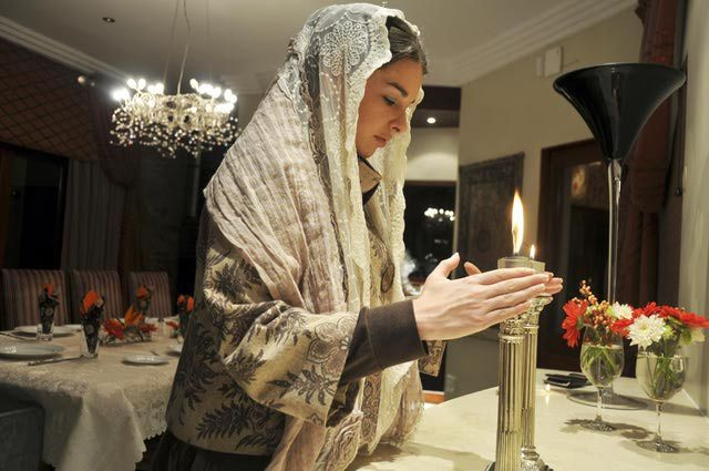 Judaism 101: Learn All About Family Shabbat Blessings