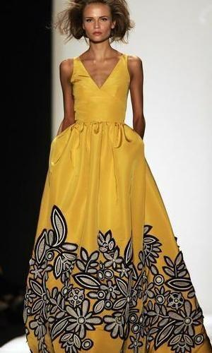 oscar-de-la-renta yellow gown with floral detail
