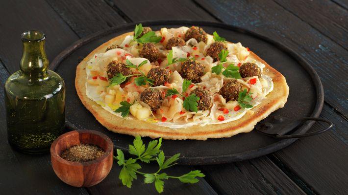 Lefsepizza med kjøttboller, fennikel og eple - Familien - Oppskrifter - MatPrat