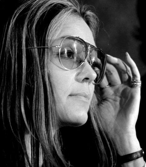 Gloria Steinem (1934-) Az amerikai feminista, újságíró, társadalmi és politikai aktivista a női felszabadítási mozgalom vezető alakjává vált az 1960-as, 1970-es években. Számos szervezetet és projektet hozott létre a cél érdekében, azonban leginkább az abortuszhoz való jog támogatása révén vált a feministák kultikus alakjává.