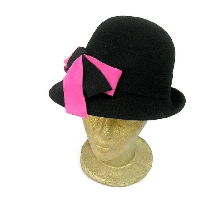 Black color wool felt vintage style hat with striking pink suede and wool bow by Curtain Road at www.etsy.com/shop/curtainroad