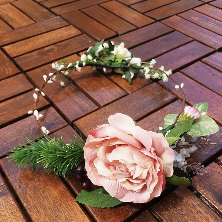 This gorgeous two way crown is one of the latest floral crown to join the family. Available in our Etsy store now. x