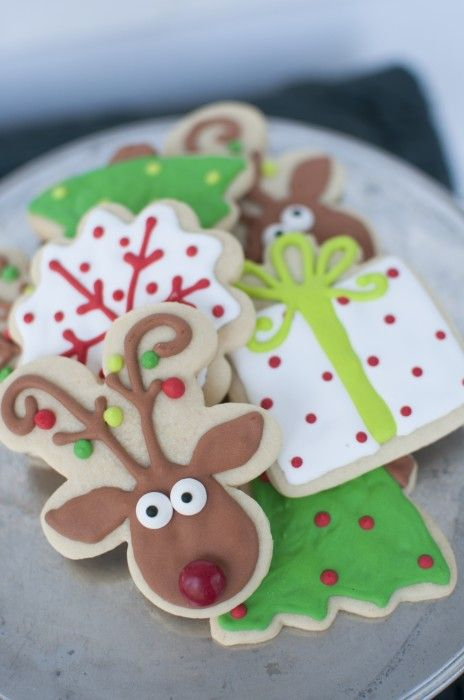 Reindeer cookies - a gingerbread man shaped cookie turned upside down and frosted to look like a reindeer! Check more at http://hrenoten.com